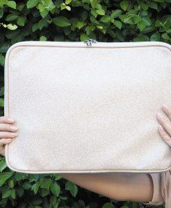 กระเป๋าโน๊ตบุ๊ค สีขาว